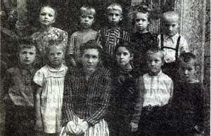 В детском садике. Крайний справа во втором ряду - Ваня Сокур